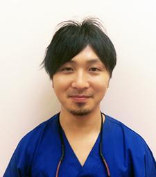 歯科医師:山田翔平